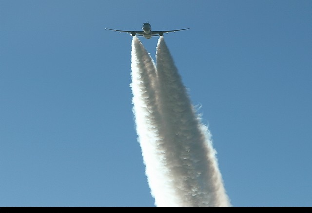 http://indianinthemachine.files.wordpress.com/2009/12/frontlinkchemtrail.jpg