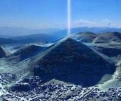 MSM Covering Up The Great Pyramids Energy Field? 15275-head012012